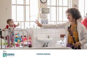 A arte do palhaço em espaços de saúde e ambientes vulneráveis, colocando o riso a serviço da vida, para crianças, adolescentes, adultos, idosos, seus familiares e profissionais de saúde. Instituto Hahaha